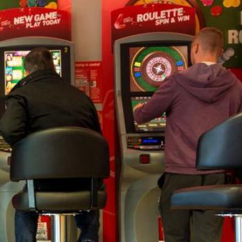 UK FOBT Crackdown Delayed Until 2020, Post-Online Tax Rise